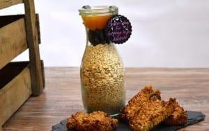 Fruchtige Hafer-Nussriegel als Backmischung im Glas