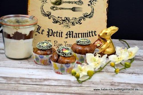 Oster Hefemuffin mit Walnüssen, Cranberries und Schokolade