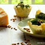 Brokkolisalat mit Pinienkernen im Parmesankörbchen