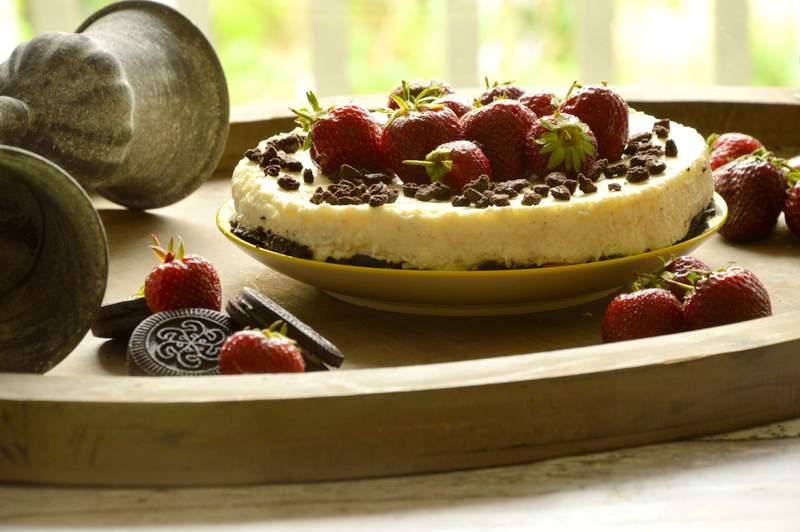 no bake oreo vanille cheesecake mit erdbeeren. Black Bedroom Furniture Sets. Home Design Ideas