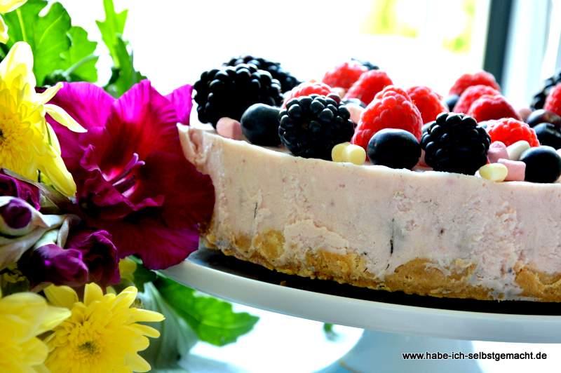 Marsmallow Beeren Torte