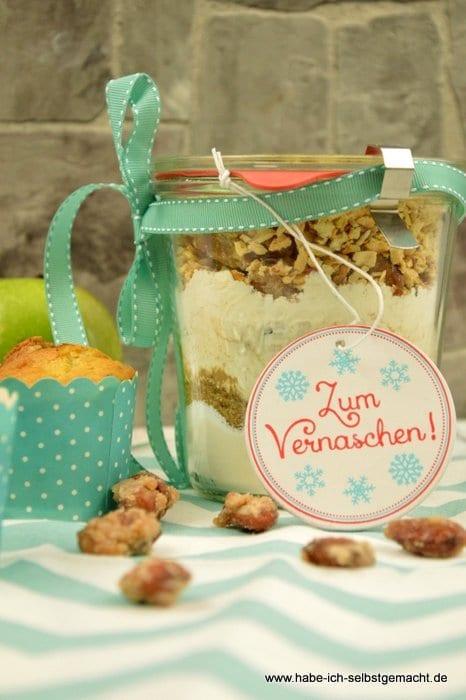 Apfel Muffins mit gebrannten Mandeln -Backmischung im Glas verschenken