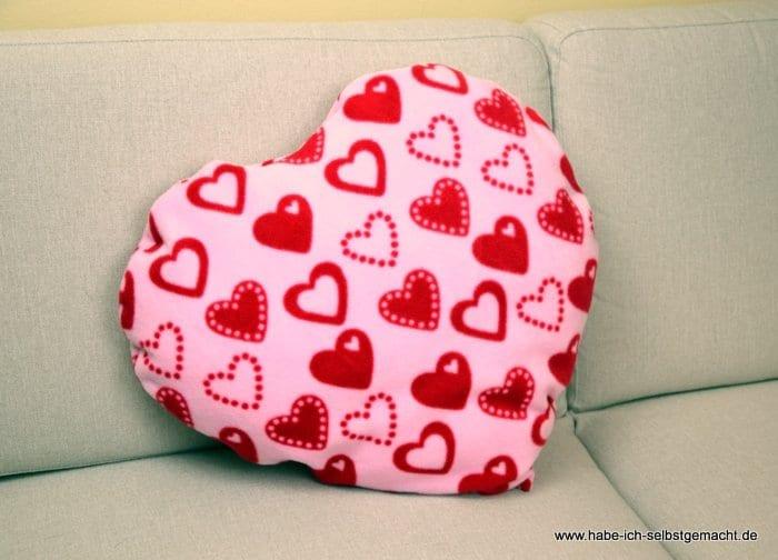 anleitung f r ein selbst gen htes herz kissen habe ich. Black Bedroom Furniture Sets. Home Design Ideas