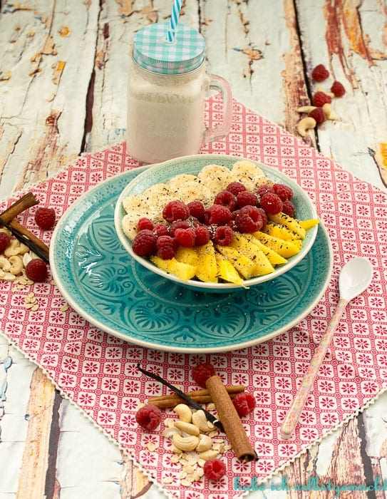 Porridge mit Cashew-Milch und frischen Früchten (vegan)