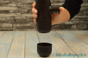 Wacaco minipresso Portable Espresso Machine - Pumpknopf drücken