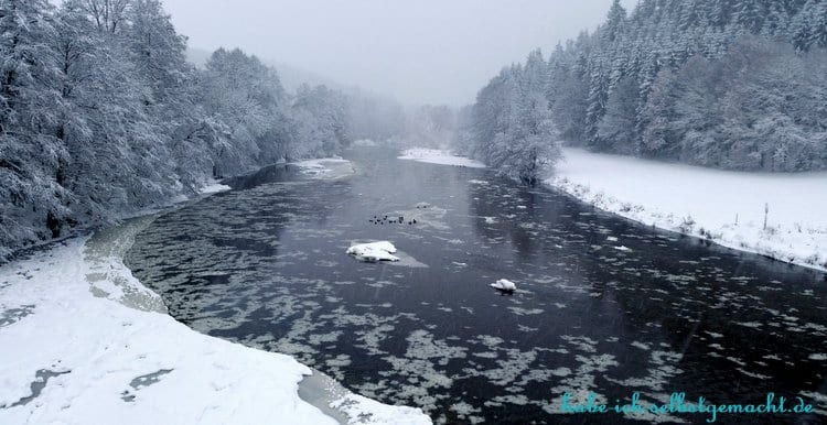 Winterwandern Goldsteig - Fluss mit Eis