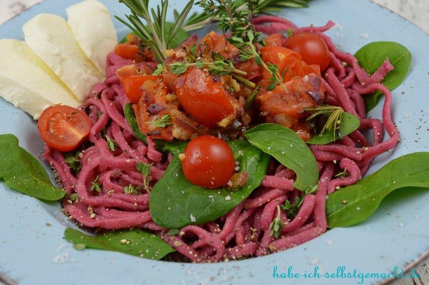 Rezept für selbstgemachte Rote Beete Tagliolini