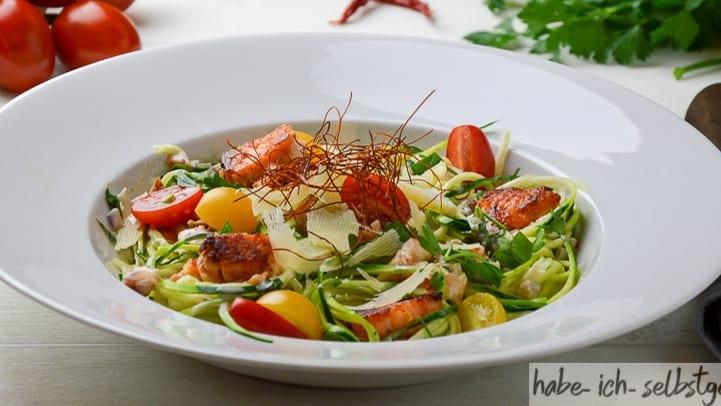 Zucchini Nudeln Spaghetti Lachs