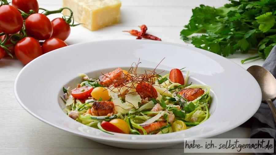 Zucchini Spaghetti in Lachs-Sahne Sauce