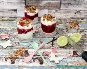 Trifle mit Limettencreme und Glüh-Beeren