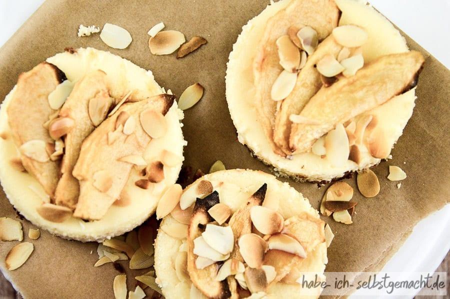 Low Carb Cheesecake mit Apfel und Amaretto