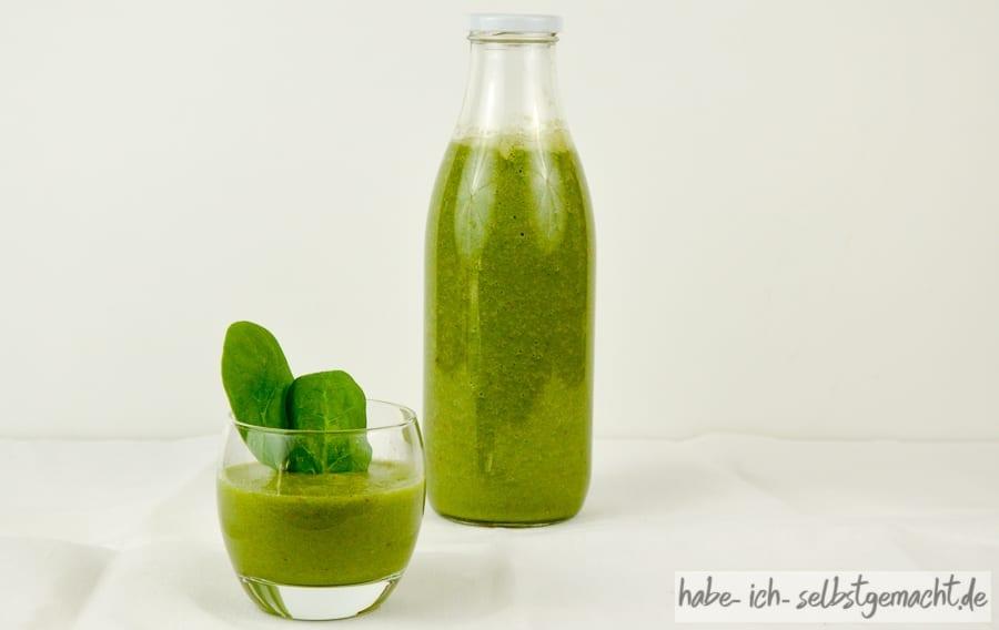 Green Smoothie in Flaschen