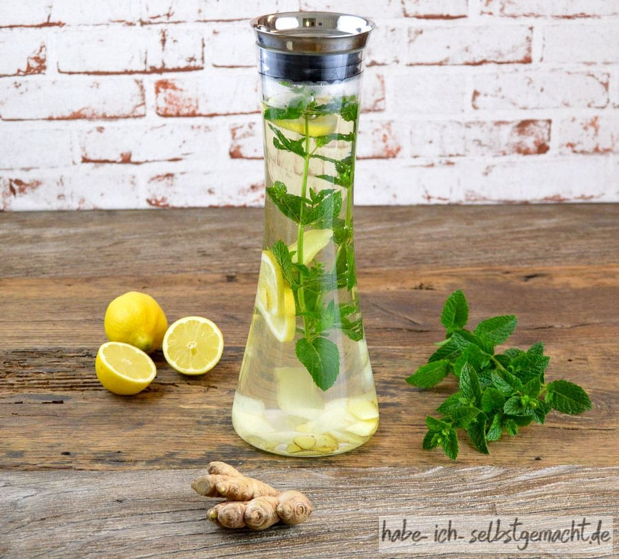 Selbstgemachter Erkältungstee mit Minze, Zitrone, Ingwer 3