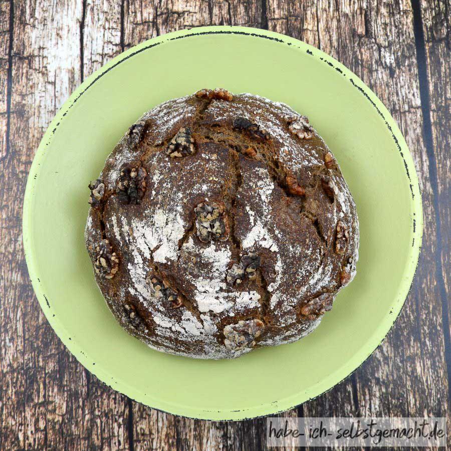Weizen-Walnuss-Brot - frisch aus dem Ofen