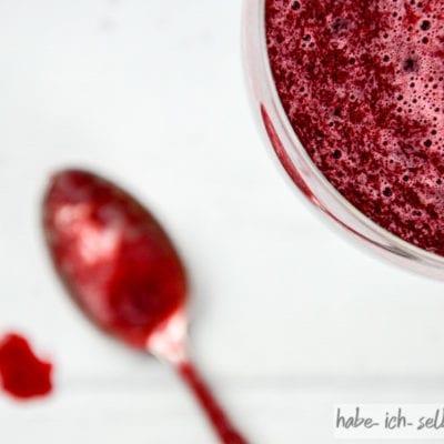 Frisch gepresster Rote Beete Birnen Saft