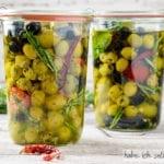 Selbst eingelegte Oliven im Glas
