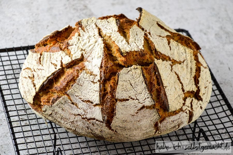Weizen Sauerteig Brot mit Braunhirse