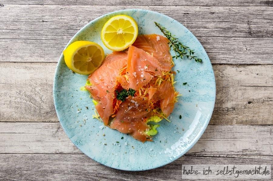 Fruchtiger Lachs-Salat mit Wurzelgemüse