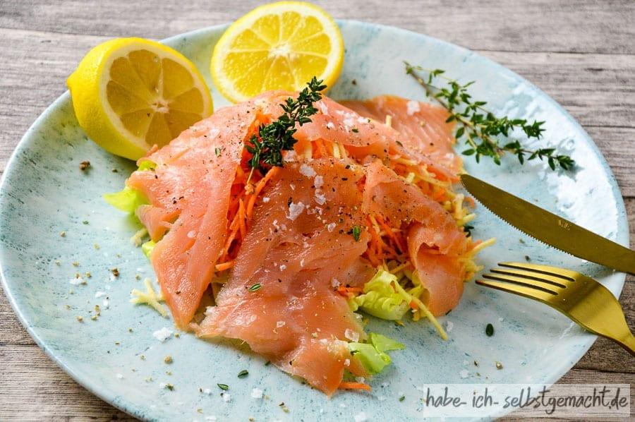 Frischer Salat mit Lachs