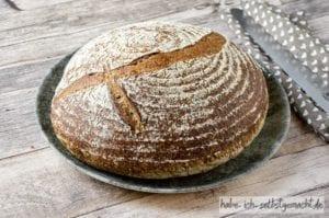 Trester Sauerteig Brot mit Brombeeren und Karotten