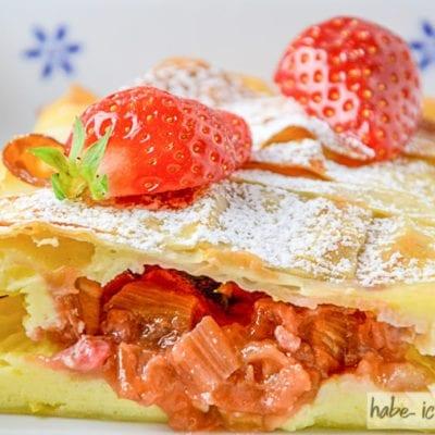 Erdbeer-Rhabarber Strudel