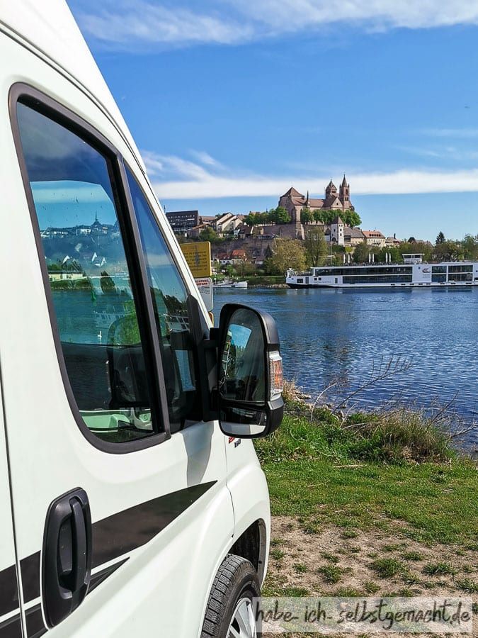 Blick von der Rheininsel auf Breisach