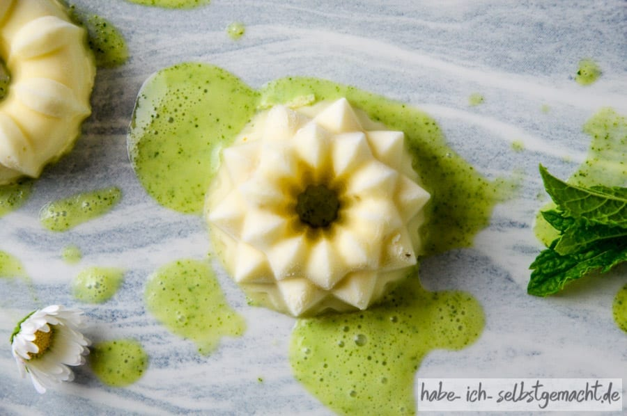 Panna Cotta mit grüner Sauce
