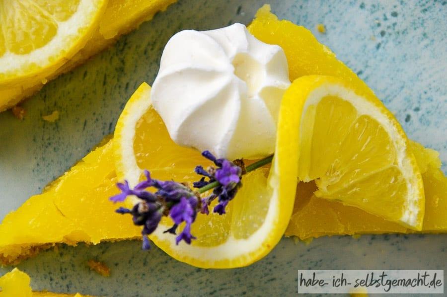 Ein Stück Zitronen Tarte