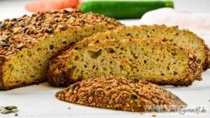 Dinkel Vollkorn Sauerteigbrot mit Karotte und Zucchini