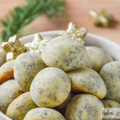 Marzipan-Mohn Kugeln als Weihnachtsplätzchen