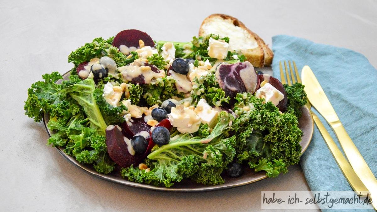 Grünkohlsalat mit Roter Beete und Schafskäse