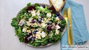 Grünkohlsalat mit Rote Beete und Schafskäse