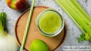 Fitness Smoothie mit Gurke, Sellerie, Fenchel und Apfel