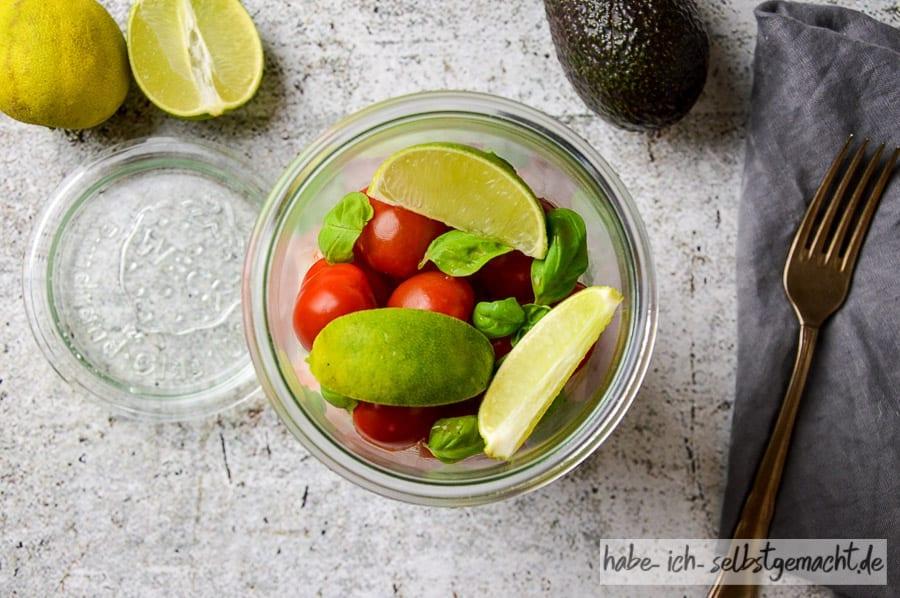 Meal Prep Körniger Frischkäse Avocado Tomaten Garnelen