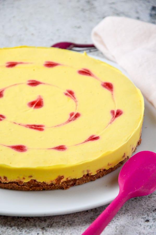 No Bake Mangotorte mit Herzen