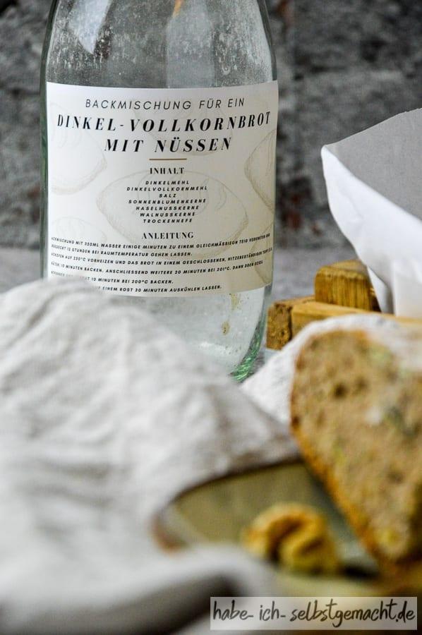 Dinkel Nuss Vollkorn Brot Backmischung im Glas