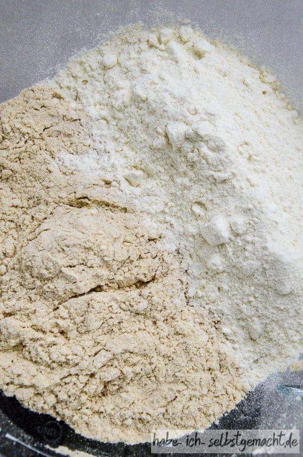 Mehl in der Pfanne anrösten - Direkter Vergleich