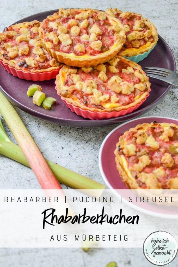Rhabarberkuchen mit Pudding und Streuseln