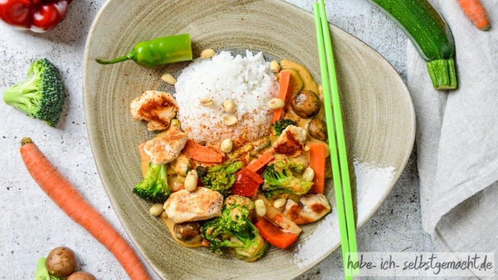 Thai Curry mit Hühnchen und Erdnuss