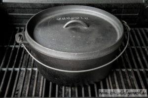 Ducht Oven auf dem Grill