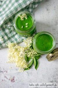 Grüner Smoothie mit Holunder