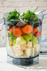 Gemüsebrühe im Mixer selber machen