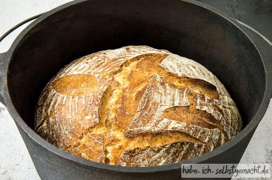 Weizen Sauerteigbrot im Dutch Oven