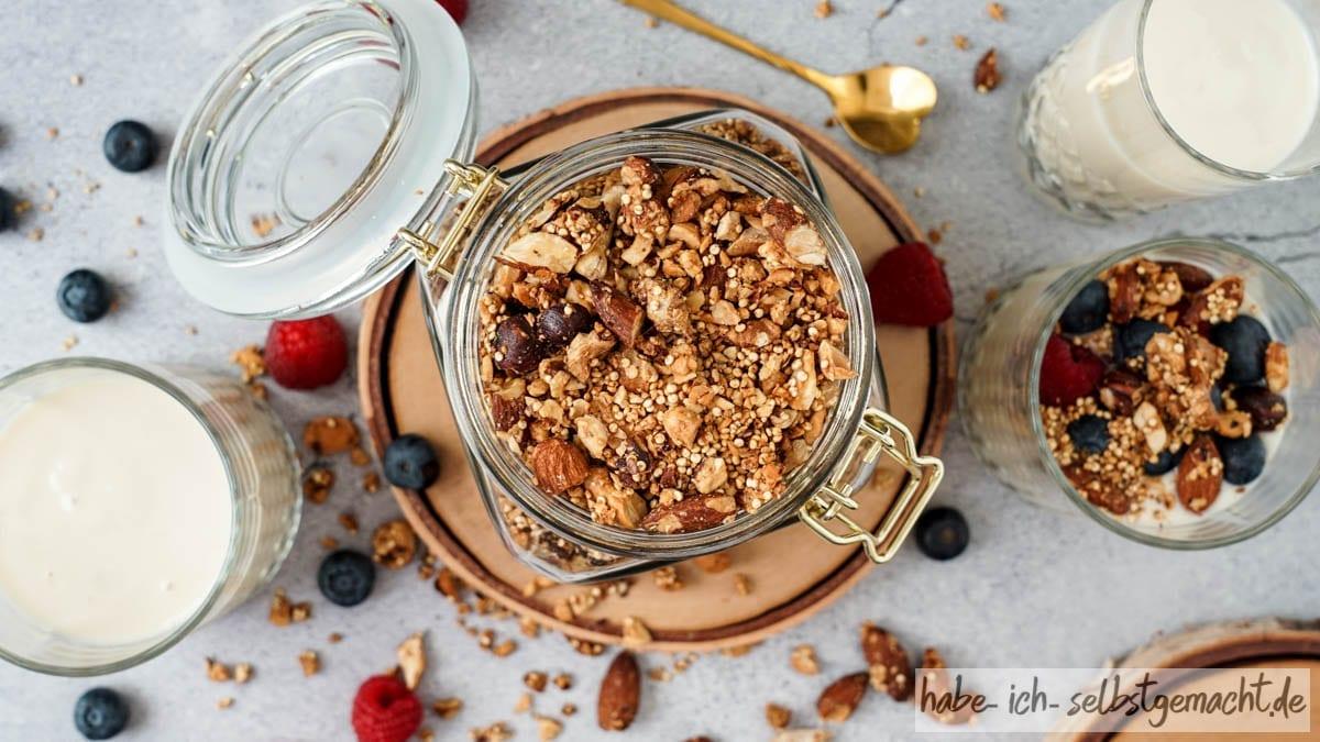 Gesundes Nuss-Granola ohne Zucker