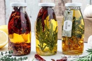Kräuteröl als Geschenk aus der Küche