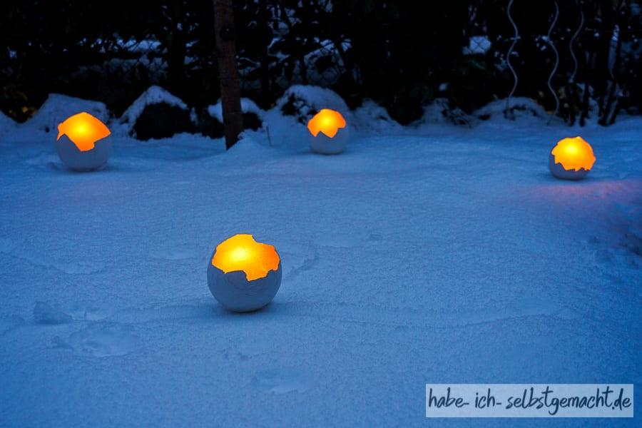 Selbstgemachte Lichtschalen im Schnee