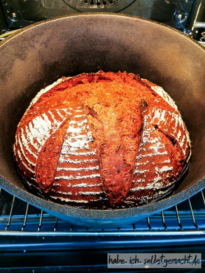 Rote Beete Dinkelbrot im Dutch Oven