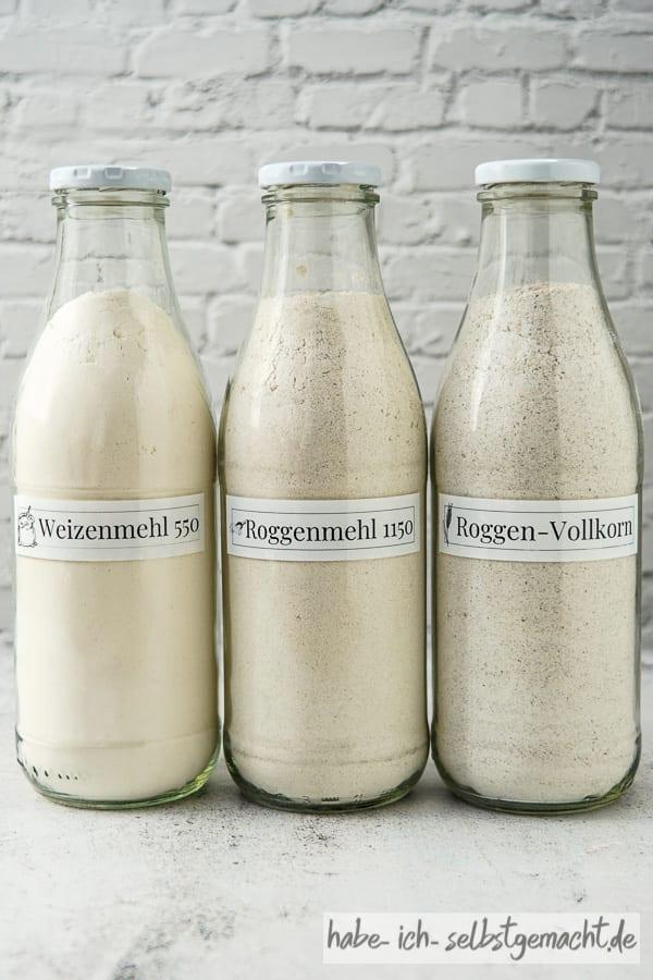 Mehl in Milchflaschen