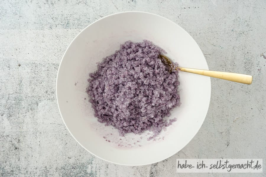 Lavendel Badesalz einfärben 2
