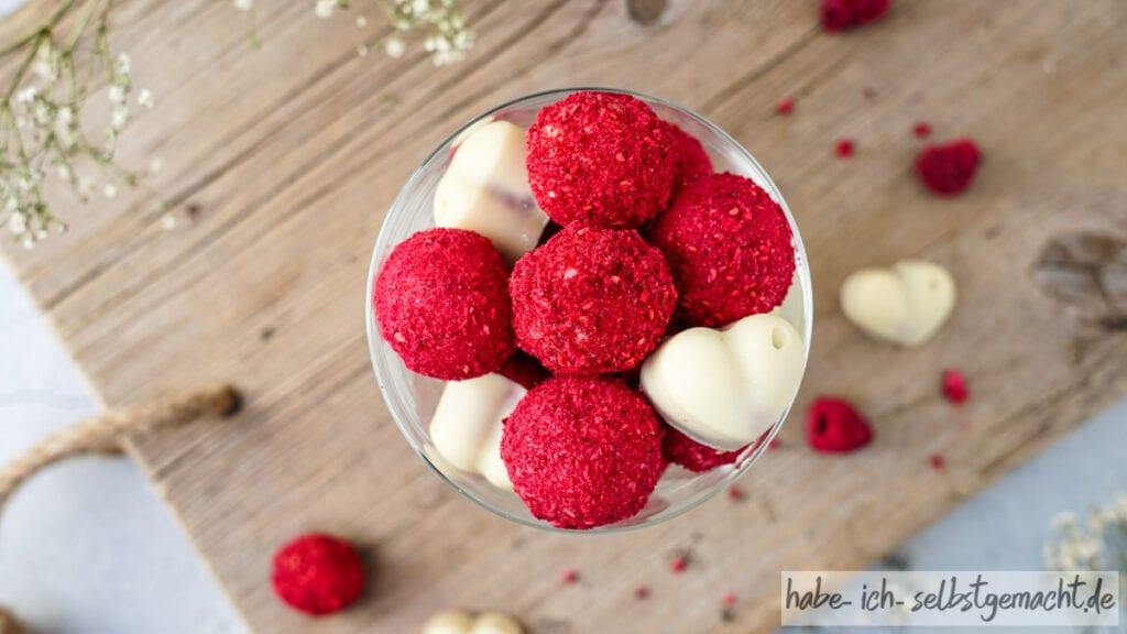 Himbeer-Pralinen mit weißer Schokolade